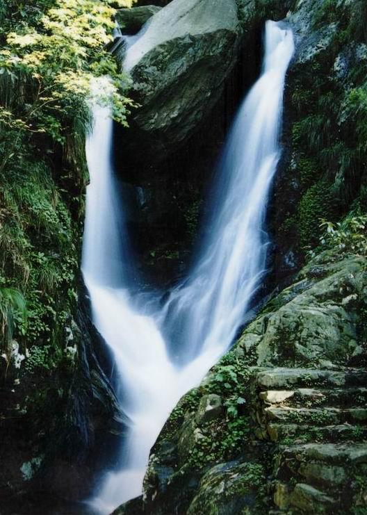 瀑布的庐山景区