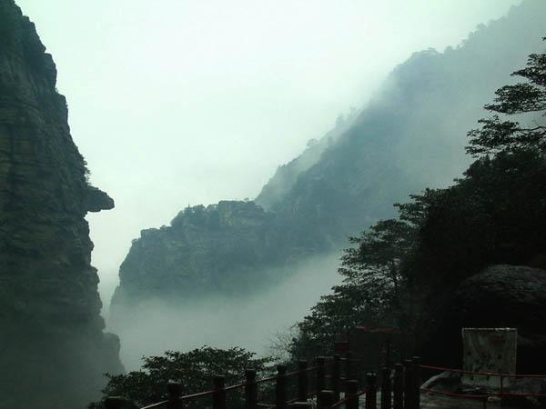 庐山石门涧风景图片-鹰咀石