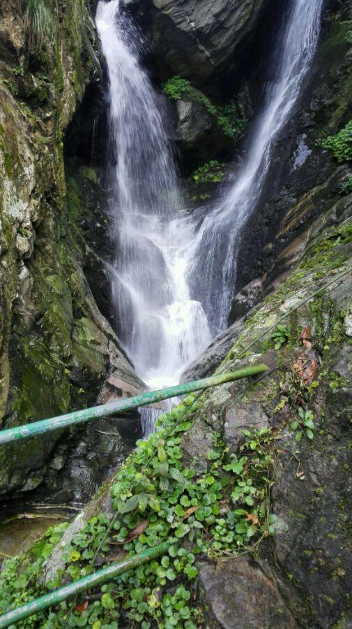 是唯一的一年四季可賞瀑布的廬山景區.